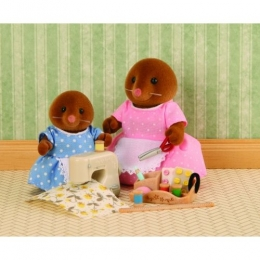 Sylvanian Families - Sewing With Mother